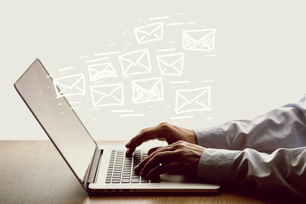 ファクタリング会社と連絡を取るときにはメールは避けた方がよい